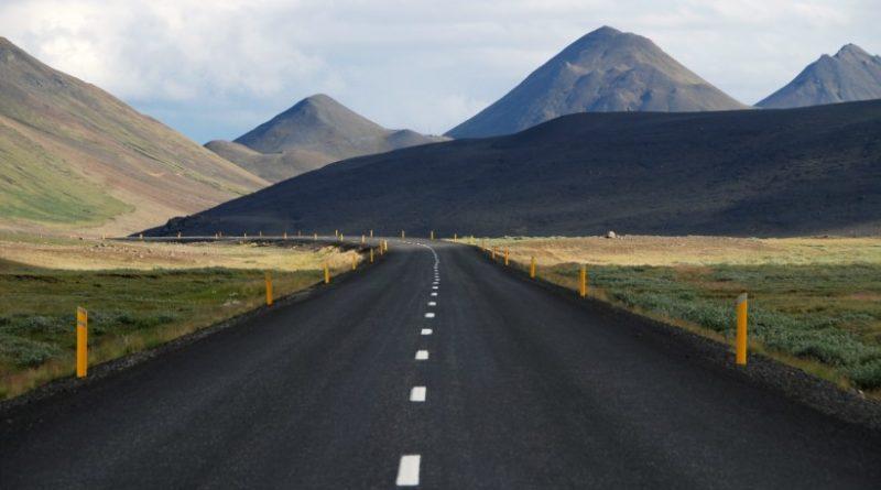 curve-hills-mountains-4033-821x550-1